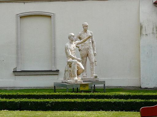 Rzeźby_w_Muzeum_Socrealizmu_w_Kozłówce